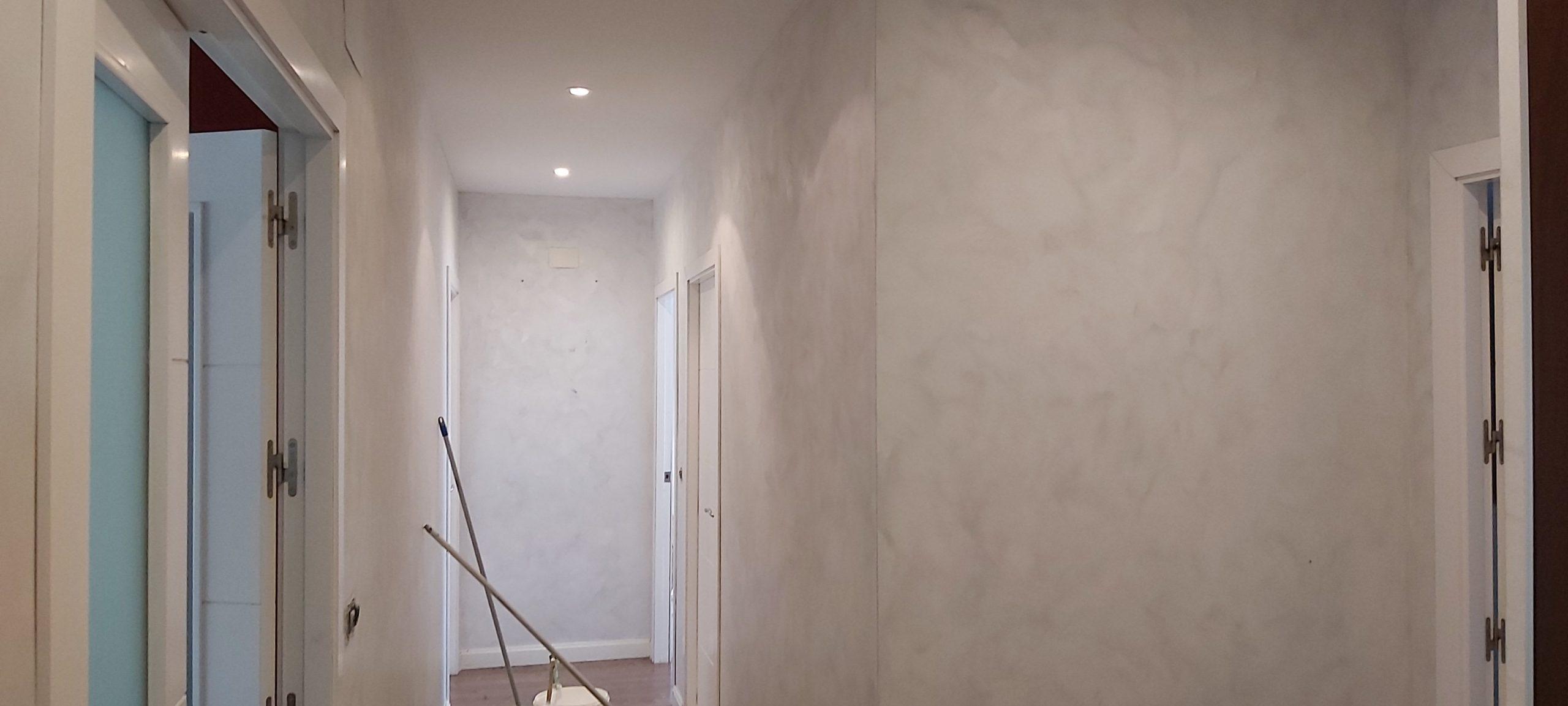 Pintar el interior de tu casa. Pintando piso