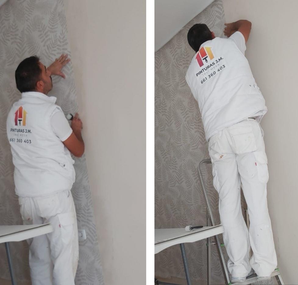 Decoración de interiores. Colocación de papel pintado en salón de piso