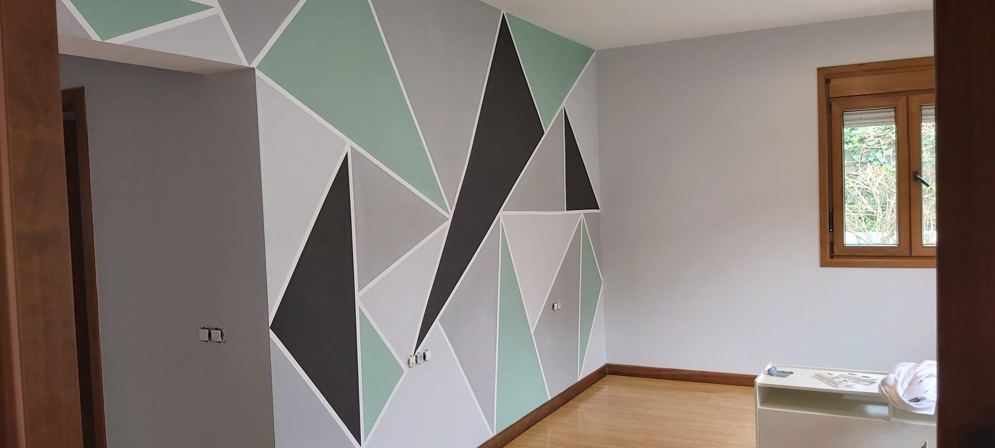 Empresa de pintores. Mosaico de triángulos en salón