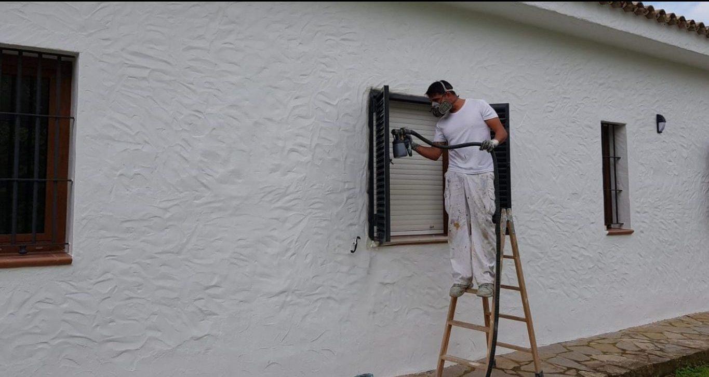 Empresa de pintores. Pintado exterior de chalet