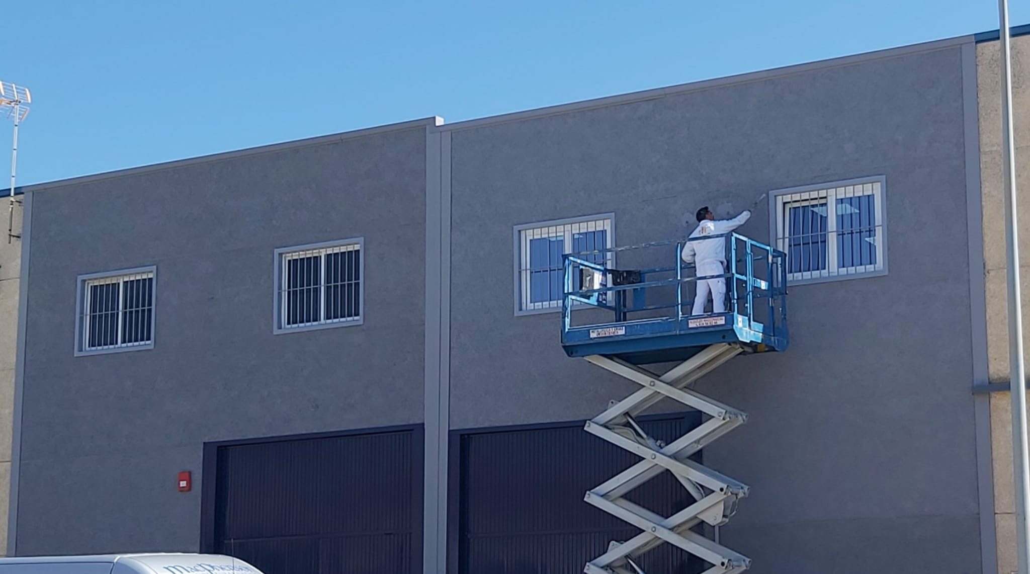 Empresa de pintores. Pintado de nave industrial