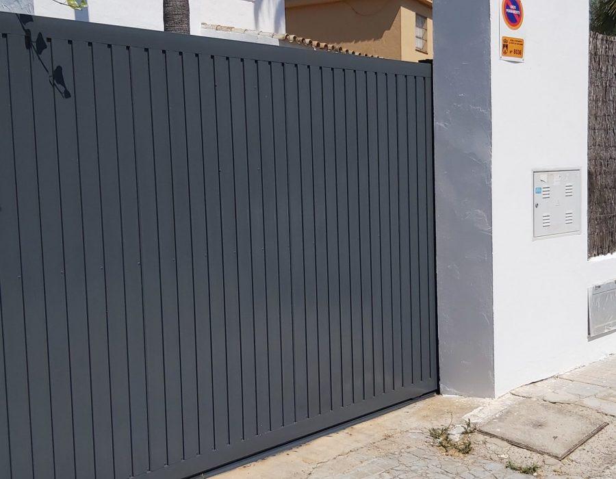 Pintar el exterior de tu casa. Puerta de garaje.