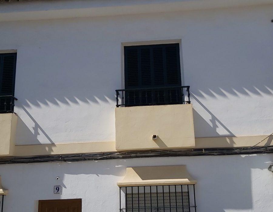 Fachada exterior de casa bicolor
