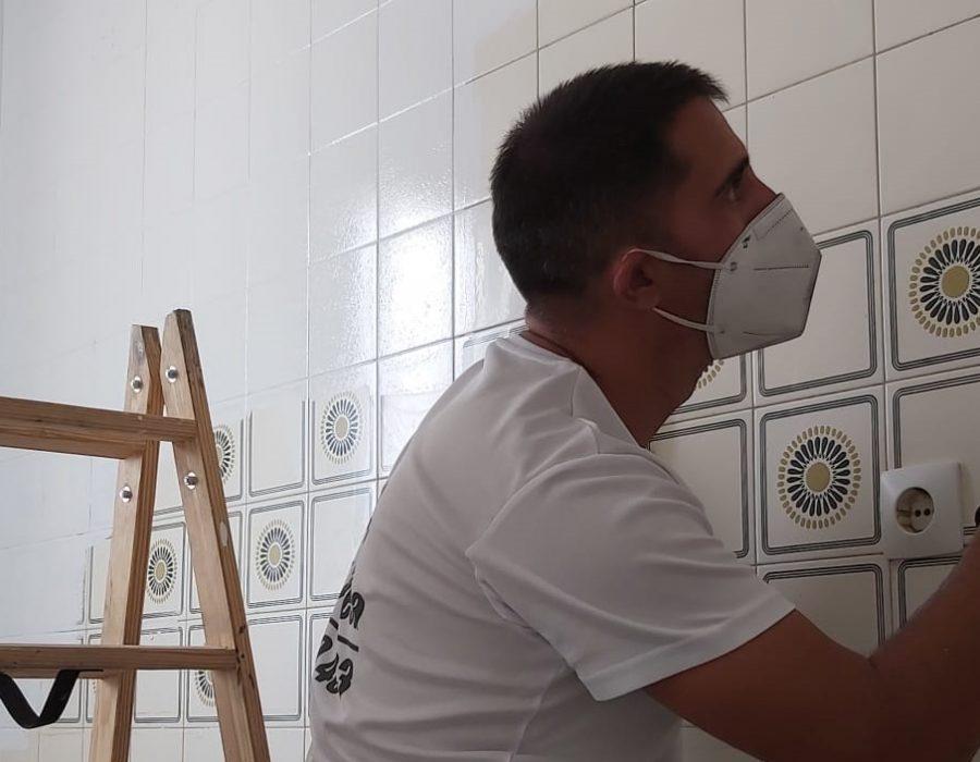 Pintar el interior de tu casa. Papel pintado simulando muro